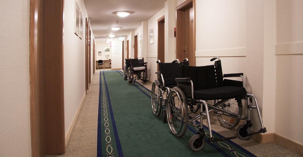 Un tribunal avala que un auxiliar de enfermería rompa su contrato y sea indemnizado por sobrecarga de trabajo