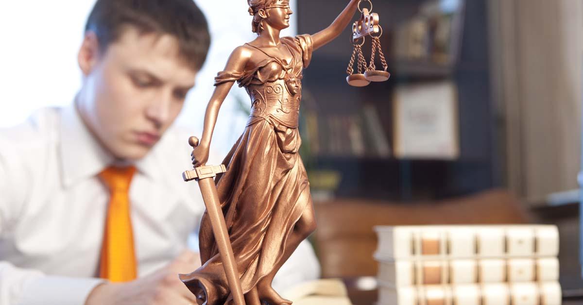 Los aspirantes a procurador han realizado hoy la prueba de acceso a la profesión