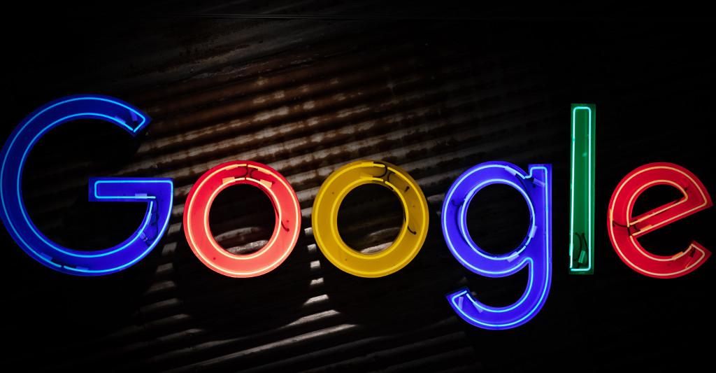 Los editores demandan a Google por 1,1 millones de euros en derechos de autor por su servicio Discover