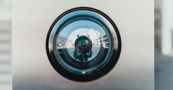 La justicia revoca el despido de una empleada de hogar grabada con cámara oculta