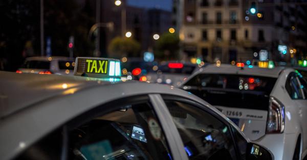 Las licencias de taxi embargadas pueden transmitirse en ejecucción sin autorización municipal