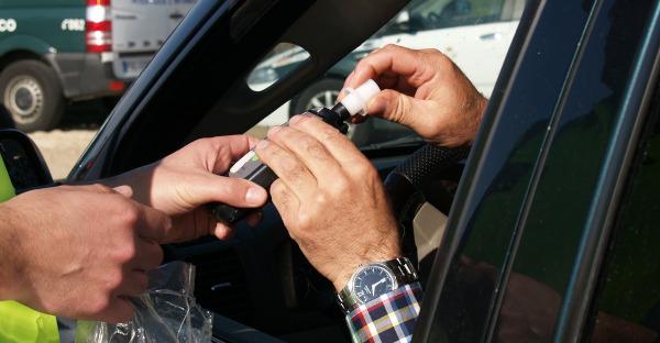 Negarse a la segunda prueba de alcoholemia constituye delito contra la seguridad vial