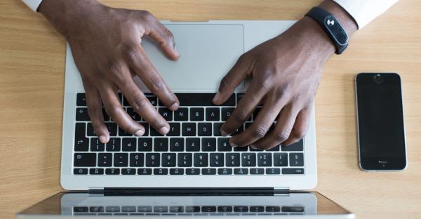 La intimidad de un ex empleado no se vulnera si utiliza el correo corporativo para fines propios