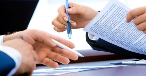 Un tribunal anula de oficio una cláusula de un préstamo con garantía hipotecaria por abusiva