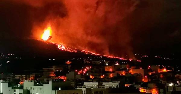 Los Registradores se ponen a disposición de los ciudadanos afectados por el volcán de La Palma