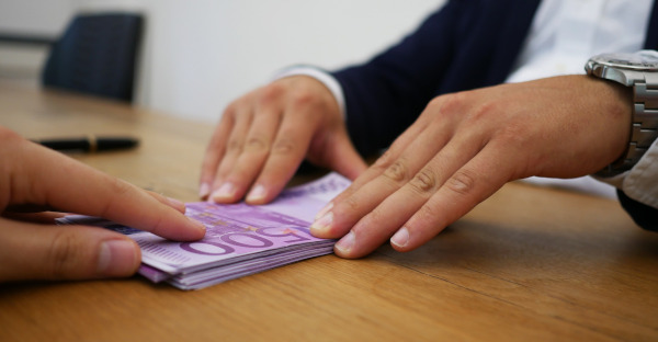 El banco no puede retener el saldo bancario en caso de reclamación judicial por uno de los cotitulares