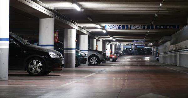 No se puede multar a un vehículo estacionado por no pasar la ITV, dicta un juez de Madrid