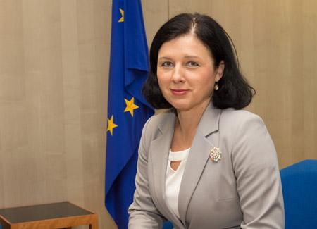 Entrevista a la Comisaria de Justicia de la UE: ¿Cuáles son los retos pendientes en el sistema judicial español?