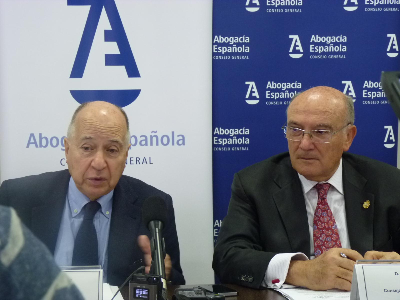 Presentación del V Barómetro sobre Abogacía. Juan José Toharia. Carlos Carnicer