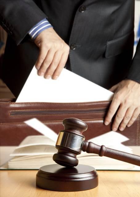 La necesidad de prestar juramento o promesa por parte del perito en el dictamen, su omisión y consecuencias de dicha omisión