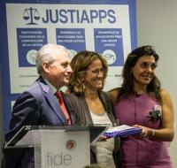 De izquierda a derecha: Antonio Dorado Picón, Secretario General de la Administración de Justicia; Cristina Jiménez-Savurido, presidente de FIDE; y Mª Jesús González-Espejo, socia directora de Emprendelaw